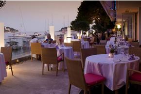 maestral-yacht-desk-restaurant