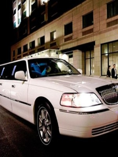 weddings-in-croatia-wedding-transportation-limousine-service-antropoti-lincoln-town-limo-10m-croatia-weddings-in-croatia450x600