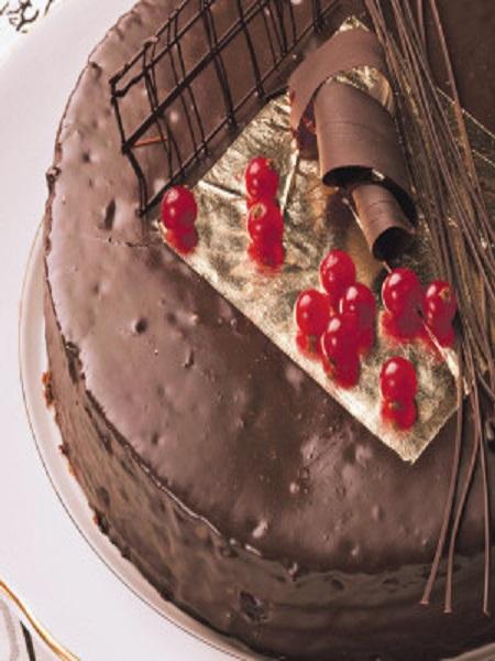 weddings-in-croatia-wedding-planner-edible-gold-for-cakes-jestivo-zlato-450x600